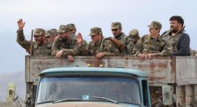 Армянская армия организованно, колонной, уходит из Гарабаха