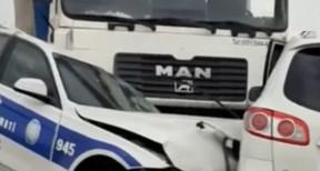 В Азербайджане автомобиль ДПС попал в аварию: пострадал полицейский - ВИДЕО