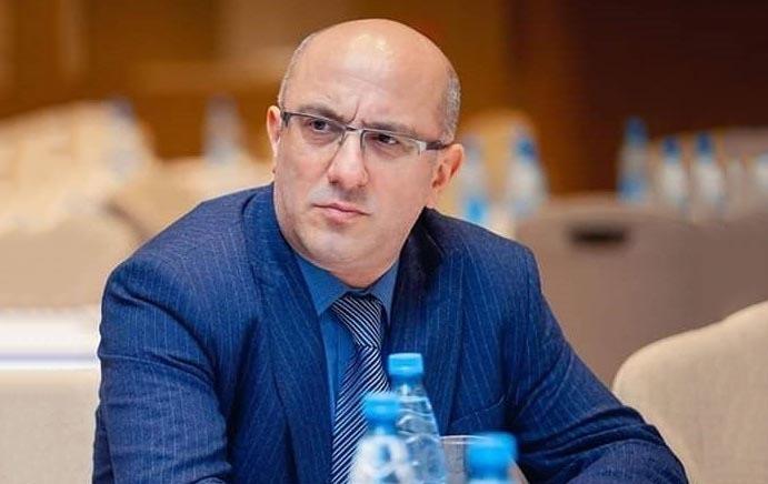 Yazarlar Elman Sadıqov
