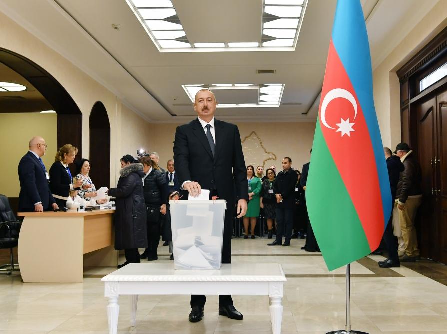 Azərbaycan Prezidenti İlham Əliyev səs verib - VİDEO